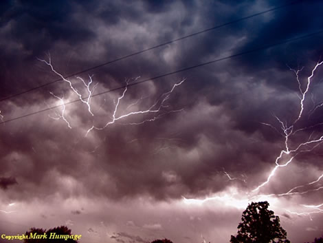 Cloud Lightning by Mark Humpage